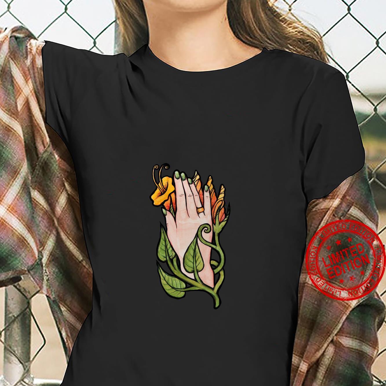 Trumpet Flower Hand Shirt ladies tee